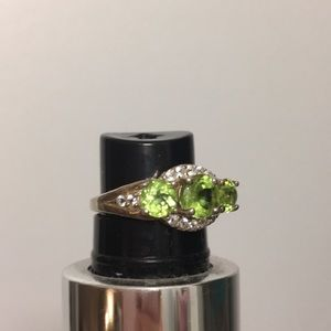 Jewelry - Genuine Peridot ring white Topaz accent stones.